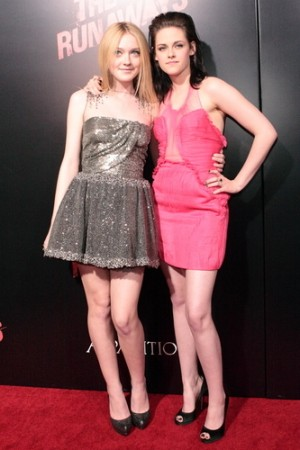 Dakota Fanning and Kristen Stewart photo