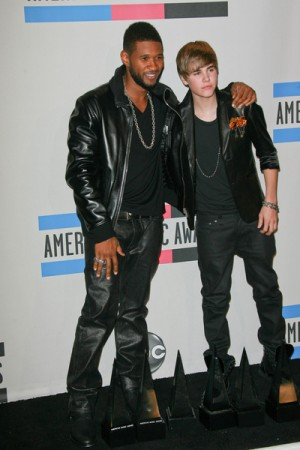 Justin Bieber and Usher at 2010 American Music Awards
