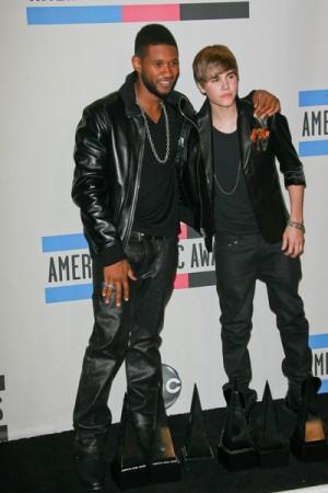 Justin Bieber and Usher at 2010 American Music Awards