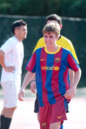 Justin Bieber plays soccer in Madrid