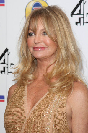 Goldie Hawn Gives Back!