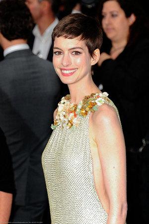 Hathaway Debuts Dark Knight Rises in UK