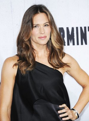 Jennifer Garner brings back her Alias self in Peppermint.